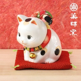 Maneki Neko SALUTATiON en porcelaine japonaise (h7.5cm)
