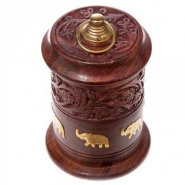 Boîte cylindrique en bois gravé et éléphants incrustés (h16cm)