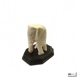 Eléphant en os sur socle en bois (h6.5cm)