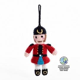 Peluche mini CASSE-NOiSETTE en crochet fait main 100% coton (h14cm)