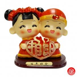 Figurine Jeunes mariés chinois en résine COEUR (Tirelire h14cm)