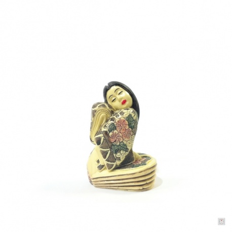 Geisha en ivoirine (h7.5cm)