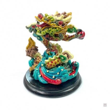 Dragon corail sur les flots en résine peint à la main (h9cm)